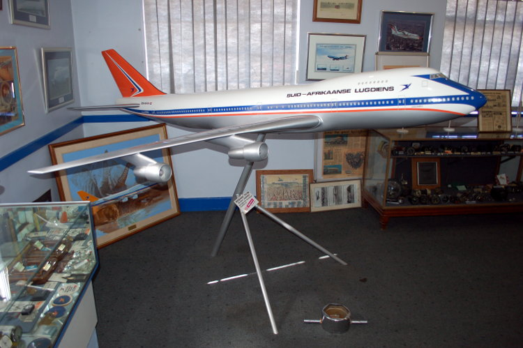 South_African_Airways_Museum_display_hall_10