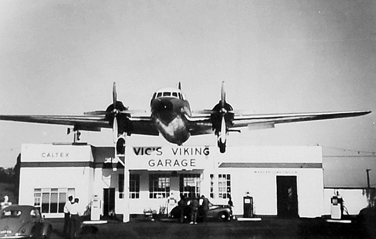 ZS-DKH Vickers Viking Vic's Viking Garage-09